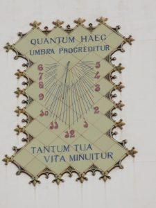 Sonnenuhr Barcelona: Quantum haec umbra progreditur tantum tua vita minuitur - mehr Zeit gewinnen