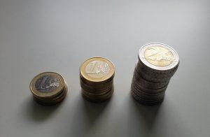 Münzen 1 und 2 Euro - Kleingeld ein Euro und zwei Euro