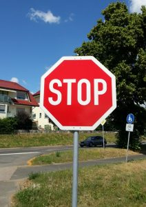Stop-Schild: Warnung vor Lotto, Toto, Glücksspiel