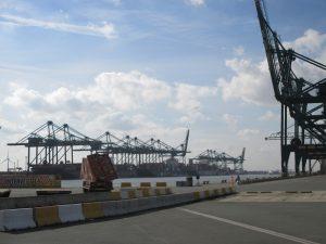 Containerhafen in Brüssel - der bedeutende Arbeitgeber bietet viele Arbeitsplätze