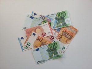 Geldschiene 100 Euro , 50 Euro, 20 Euro und 10 EUro - viel Geld verdienen und richtig reich werden