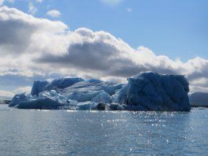 Eisberg in der Gletscherlagune Jökulsárlón - Runreise in Island zum Vatnajökull