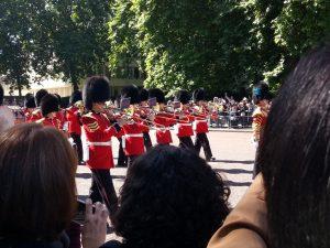 Buckingham Palast London: Wachablösung - Städtereise und Städtetripp in europäische Metropolen: preiswert reisen