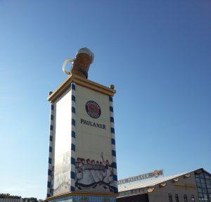 Turm der Brauerei Paulaner auf der Wiesn, Oktoberfest auf der Theresienwiese - O'zapft is!